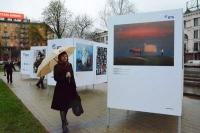 При поддержке банка ВТБ на площади Якуба Коласа открылась выставка «Художник и город»
